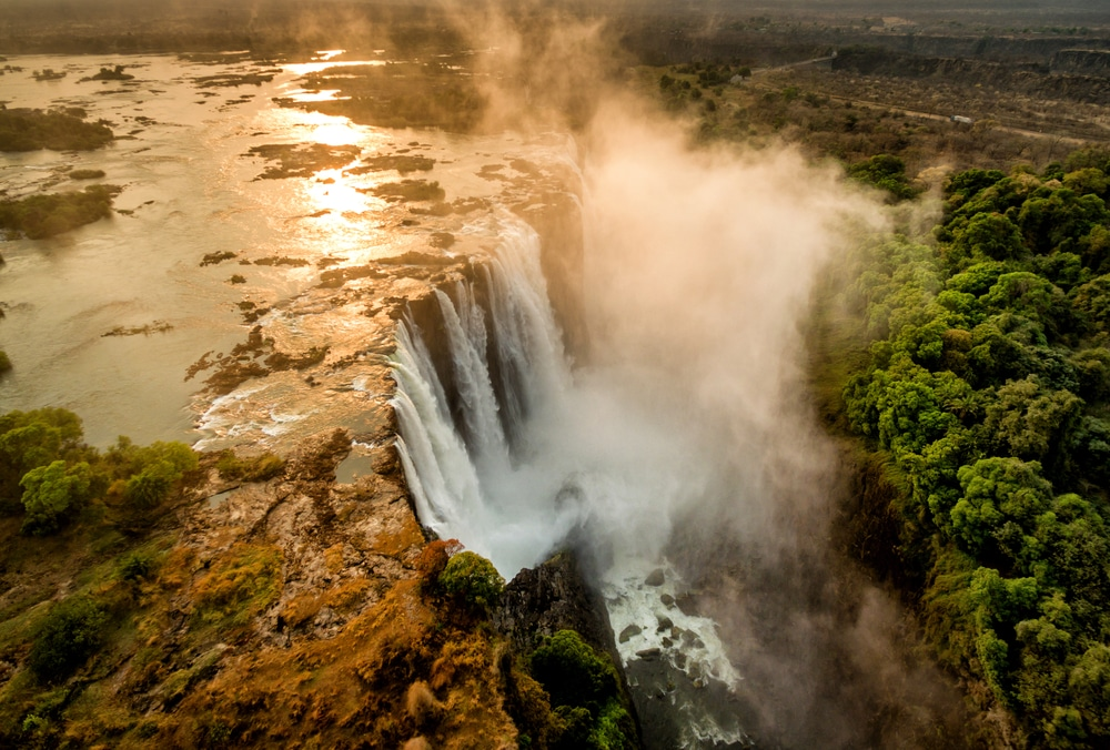Interesting facts about Zimbabwe include Victoria Falls