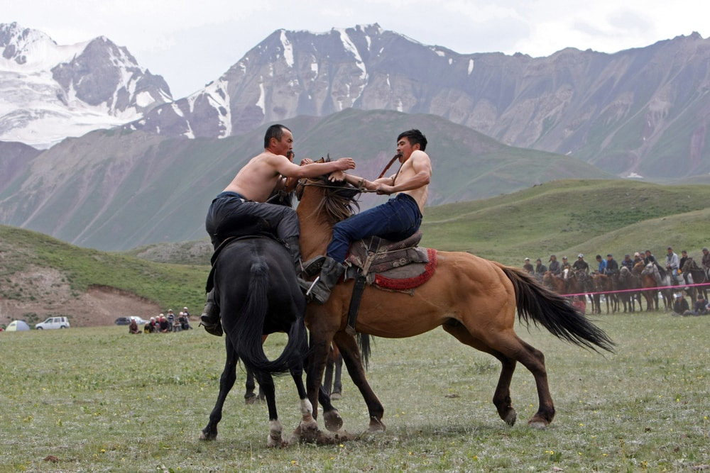 horse games with two men on horses