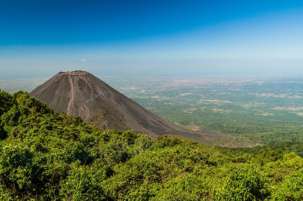 Interesting facts about El Salvador its volcanoes