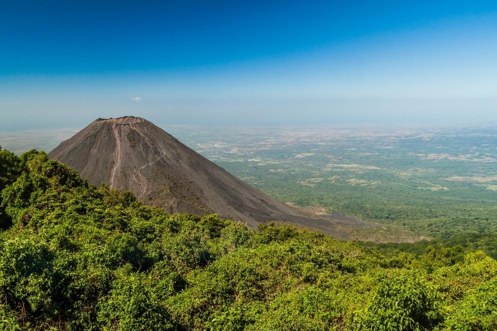 Interesting facts about El Salvador its volcanoes