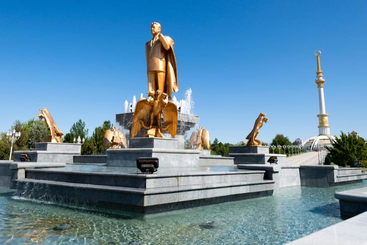 A statue of Niyazov – one of several interesting facts about Turkmenistan