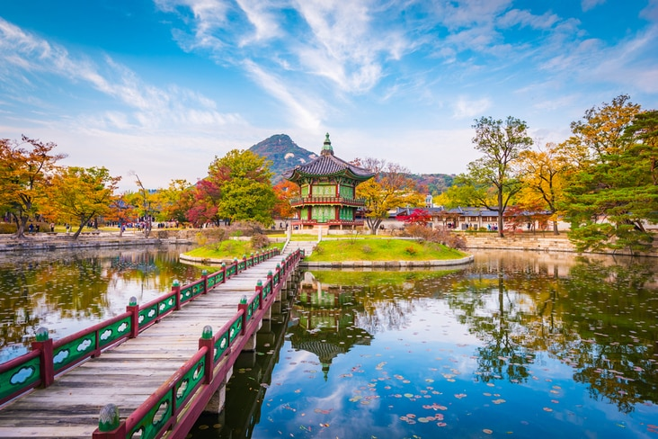 Interesting facts about South Korea cover its diverse scenery, culture and history